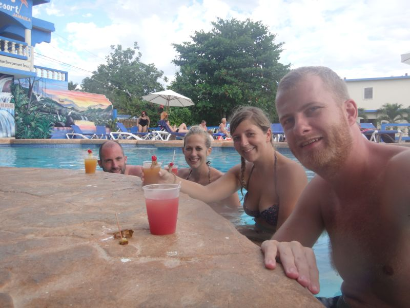 Cocktail an der Poolbar