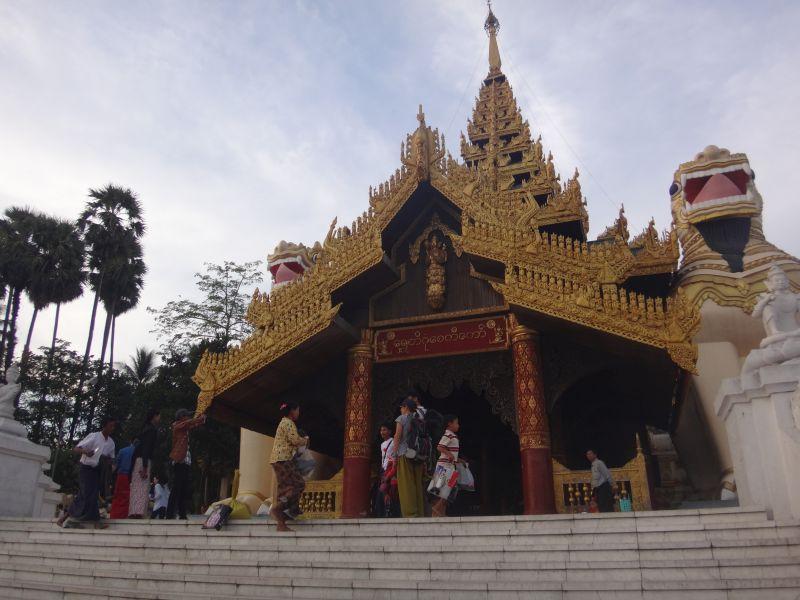 Eingang zur Shwedagon Pagoda