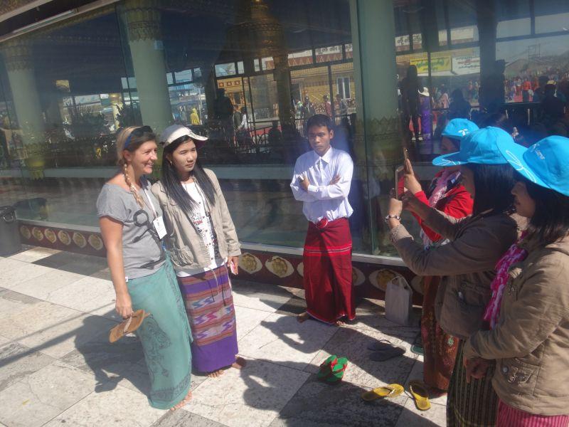 im Blitzlicht der Burmesen